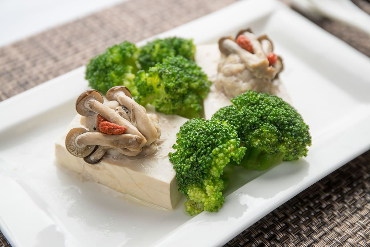 Steamed-Minced-Pork-With-Broccoli-Wolfberry-Qi Zhi-&-Bean-Curd